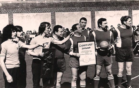 BSG Hanballabteilung im Eröffnungsspiel auf dem B-Hof